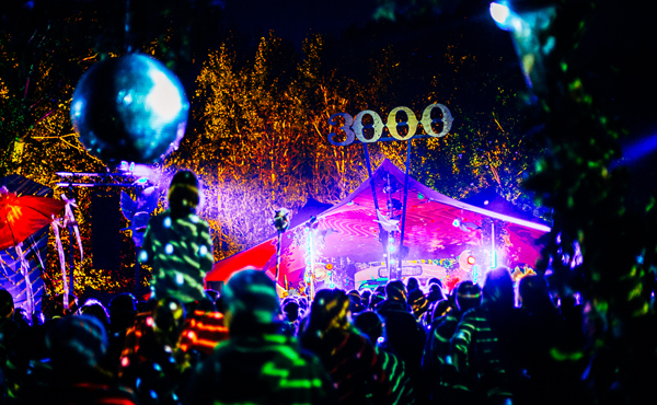 Das Pangea Festival bei Nacht
