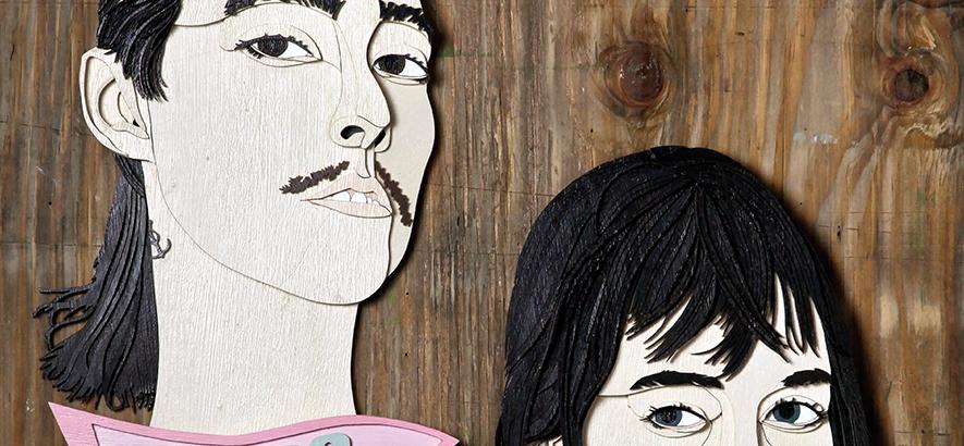 Holzschnitt von CocoRosie, die auf der Vorderseite der Mai-Ausgabe des ByteFM Konzertfolders zu sehen sind