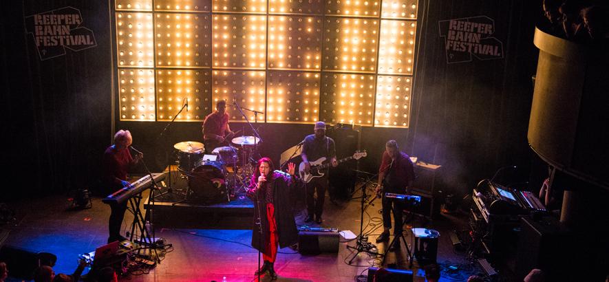 Keychange Unterstützerin Kat Frankie live auf dem Reeperbahn Festival (Foto: Svenja Mohr)