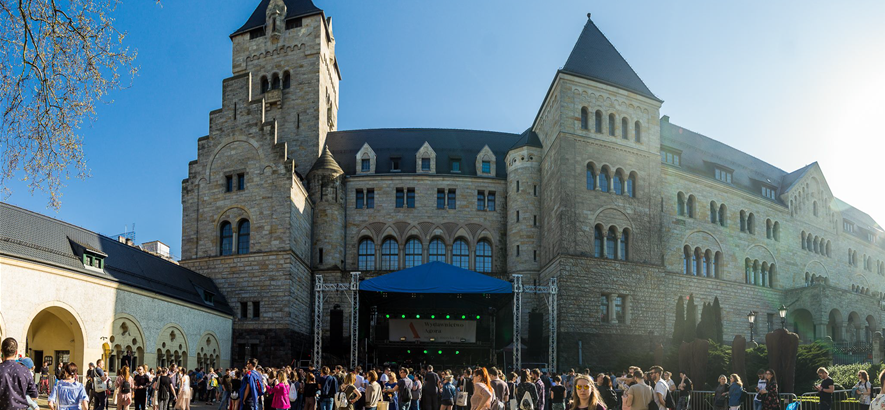 Foto eines Schlosses im polnischen Poznań, wo das