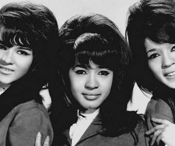 "The Ronettes – ""Walking In The Rain"""