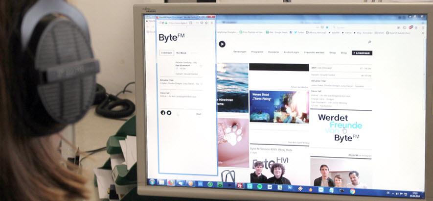 Bild von Computer-Bildschirm, auf dem ByteFM gehört wird
