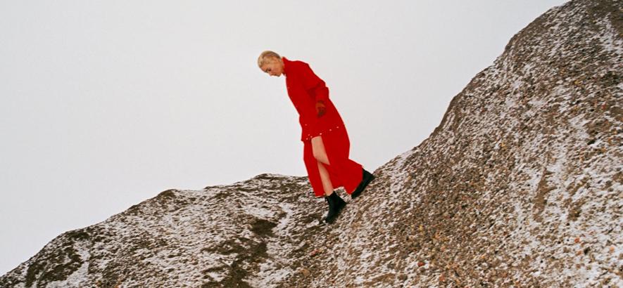 """Cate Le Bon auf dem Cover ihres Albums """"Reward"""""""