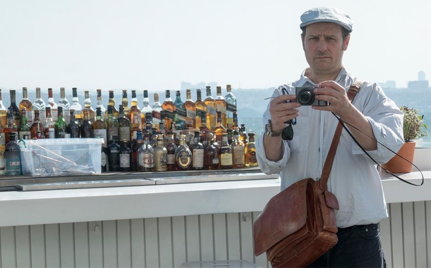 Unser Autor Georg Kühn auf einem Hoteldach