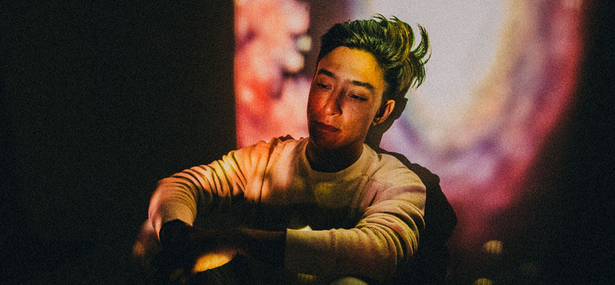 """Fotos des Musikers Shigeto. Sein Song """"Barry White"""" ist unser Track des Tages."""