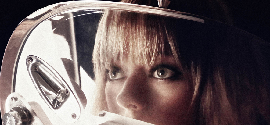 Ruth Radelet, Sängerin der Band Chromatics.