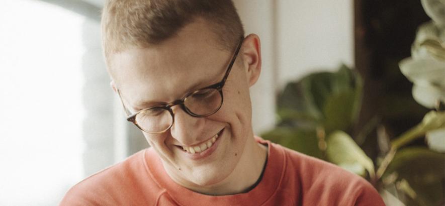 """Der Klang- und Hirnforscher Sam Shepherd alias Floating Points. """"Anasickmodular"""" von seinem neuen Album """"Crush"""" ist heute unser Track des Tages."""
