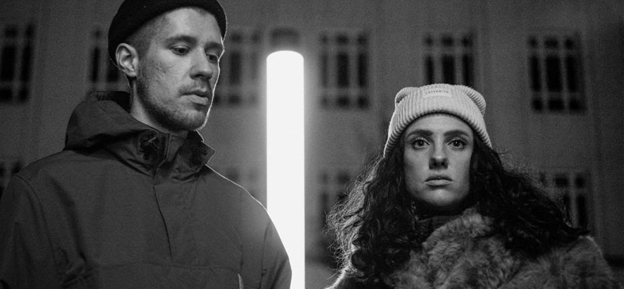 """Beatmaker/Produzent Fred Red und Sängerin Maura, deren Kollaboration """"Role Games"""" heute unser Track des Tages ist."""