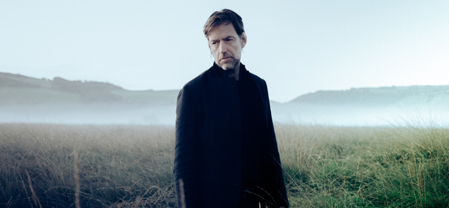 Foto von Ed O'Brien. Der Gitarrist von Radiohead hat sein Solodebüt angekündigt.