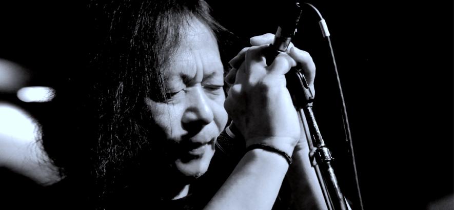 """Der Sänger Damo Suzuki, der heute 70 Jahre alt wird. Mit der Kölner Band Can nahm er drei Alben auf. Die waren womöglich kein Krautrock, aber in jedem Falle einflussreich. """"Vitamin C"""" von 1972 ist heute unser Track des Tages."""