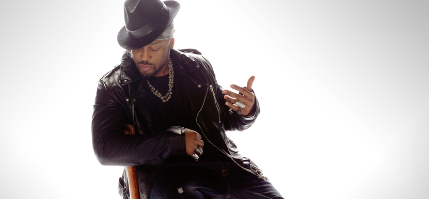 """Präzises Verfehlen war das Groove-Konzept, mit dem D'Angelos Album """"Voodoo"""" heute vor 20 Jahren die Popmusik revolutionierte. Die Single """"Untitled (How Does It Feel)"""" daraus ist heute unser Track des Tages."""
