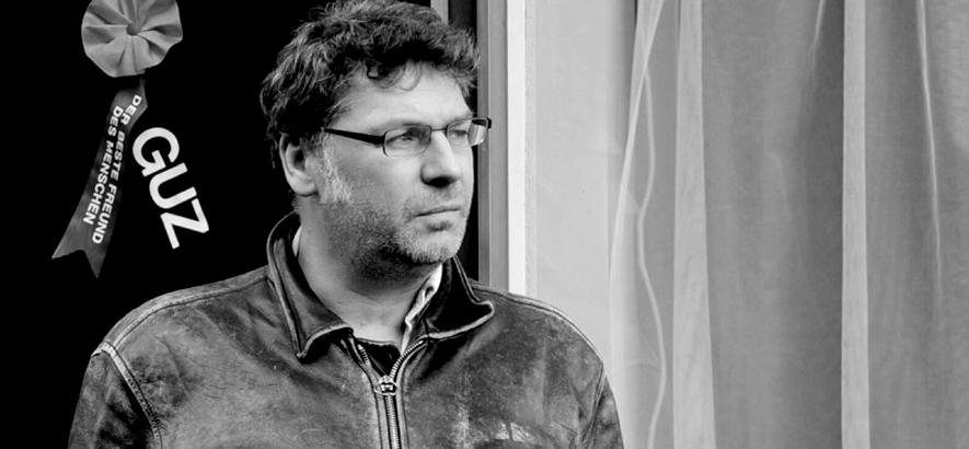 Foto des Schweizer Musikers Oliver Maurmann alias Olifr M. Guz, der im Alter von 52 Jahren gestorben ist