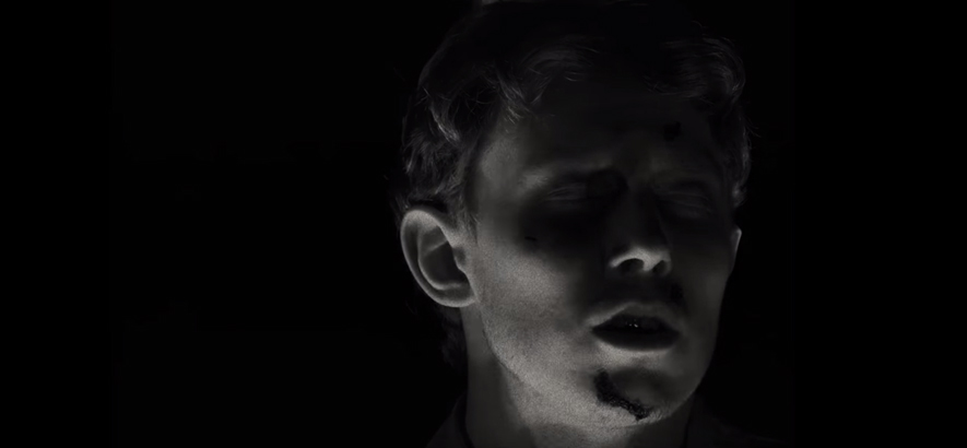"Ausschnitt aus dem Video zum Song ""(Don't Let The Dragon) Draag On"", mit dem King Krule sein neues Album ""Man Alive!"" angekündigt hat"