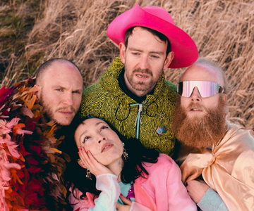 "Little Dragon kündigen neues Album ""New Me, Same Us"" an"