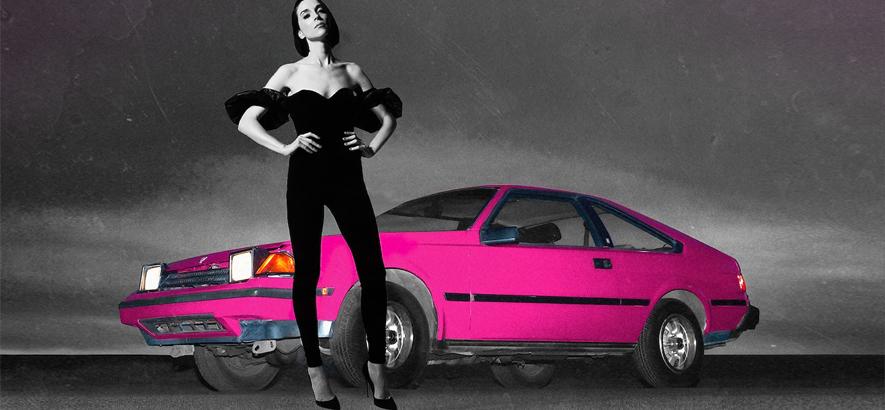 """Die Musikerin Annie Clark alias St. Vincent. Auf dem Cover zu ihrem Beck-Remix von """"Uneventful Days"""" stellt sie Becks originales Coverfoto nach. Ihre Version verwandelt konsequente Monotonie in funky Ereignisarmut."""