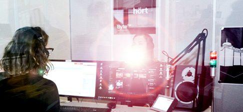 ByteFM sucht ab sofort Moderator*in/Reporter*in in Teilzeit