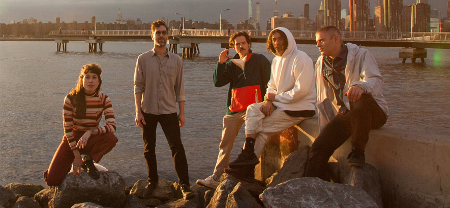 """Die New Yorker Band Pill. Auf ihrer Single """"Pink Shiver"""" ist das Quintett näher am wilden Herzen von No Wave als die meisten Bands."""