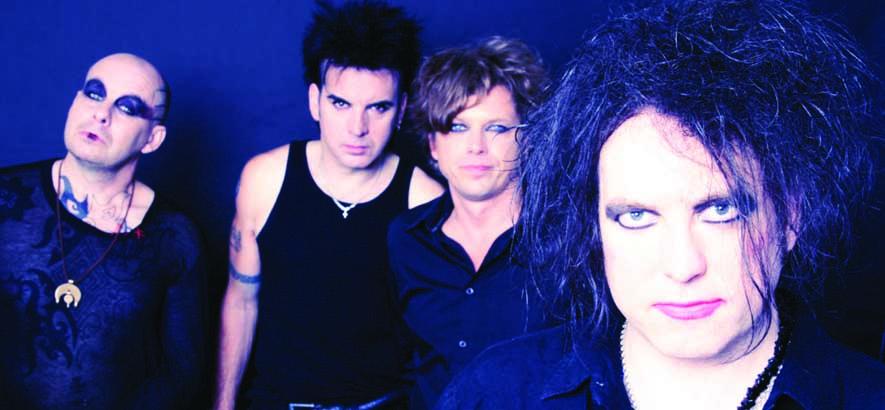 """Die britische Post-Punk-Band The Cure. Vor ihrem Goth-Image kamen von ihnen existenzialistische Post-Punk-Tracks wie """"Jumping Someone Else's Train""""."""