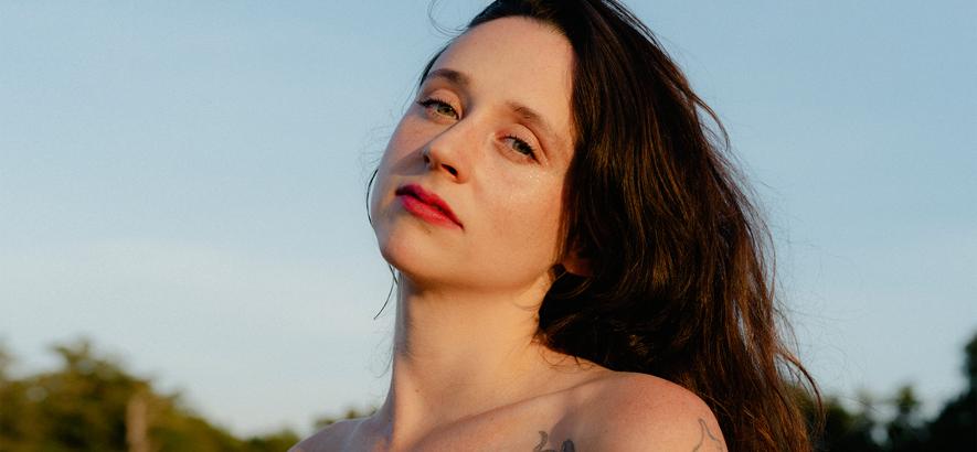 Foto von Katie Crutchfield alias Waxahatchee, die im März 2020 ein neues Album veröffentlicht.