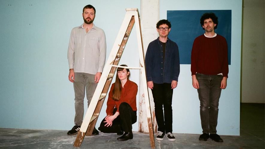 """Die Post-Punk-Band Lithics. Das US-amerikanische Quartett hat mit """"Hands"""" eine Single veröffentlicht, der im Juni ein Album folgen wird, das einen mysteriösen """"Alters-Turm"""" im Titel führt."""