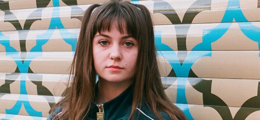 """Die Londoner Künstlerin Jess Smyth. Ihr als Biig Piig veröffentlichter Track """"Switch"""" ist urbaner Punk mit R&B-Vibe."""