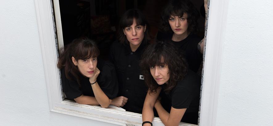 """Foto des spanischen Quartetts Melenas. Ihre Single """"Primer Tiempo"""" ist Reverbcore für seltsame Zeiten."""