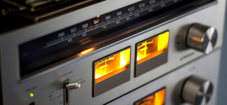 Foto eines Radios mit Verstärker