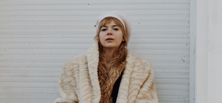 """Sängerin und Musikerin Andreya Casablanca, deren Punk-Wave-Disco-Tune """"Talk About It"""" heute unser Track des Tages ist."""