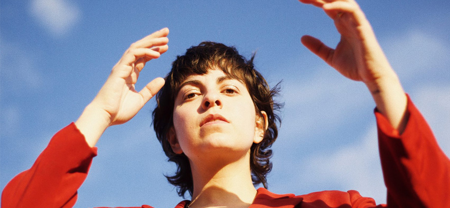 "Die New Yorker Sängerin Becca Mancari. Ihr Folkpop-Song ""First Time"" klingt sofort vertraut, aber frisch."