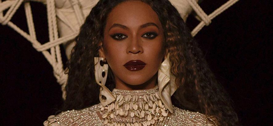 """Bild der US-amerikanischen Sängerin Beyoncé, die ein neues Visual Album mit dem Titel """"Black Is King"""" angekündigt hat."""