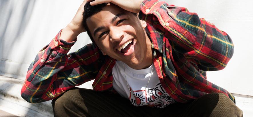 """Bild desSüdostlondoner Rappers Deema. In seinem Track """"Rat Race"""" fühlt sich der Akteur des UK-Rap im Hamsterrad des Alltags."""