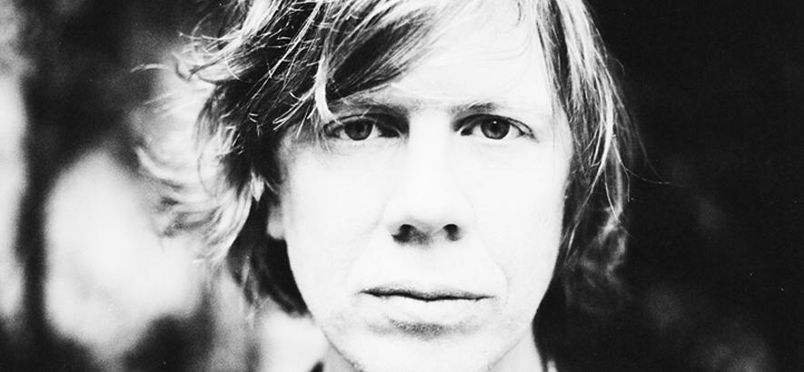 """Thurston Moore, Mitglied der Band Sonic Youth, der einen neuen Song mit dem Titel """"Strawberry Moon"""" veröffentlicht hat."""