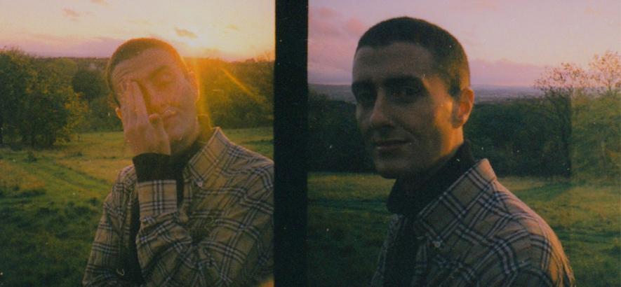 """Pressebild des schottischen Sängers Joesef. Seine Single """"I Wonder Why"""" ergänzt der Rapper Loyle Carner zu einem Stück Glasgow-Soul."""