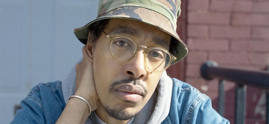 Bild des HipHop-MCs und Beatmakers Oddisee, dessen Songs oft klassische Rap-Tracks sind, aber immer ein bisschen funkier als die anderen.