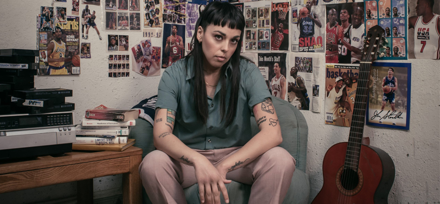 """Foto der Künstlerin Terra Lopez alias Rituals Of Mine. Ihre Single """"Free Throw"""" (feat. Kris) ist Cyberpunk-R&B."""