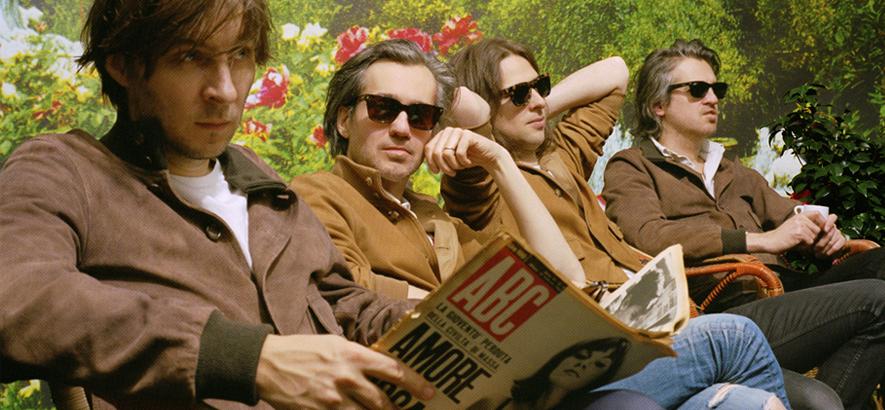 """Foto der französischen Band Phoenix, die eine neue Single mit dem Titel """"Identical"""" herausgebracht hat."""
