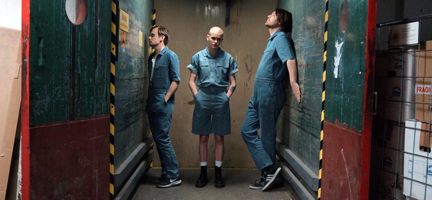 """Screenshot aus dem Video zu """"Give Me Gore"""" von Soap Detox. Die Protagonistin des Songs benötigt immer mehr neue Reize."""