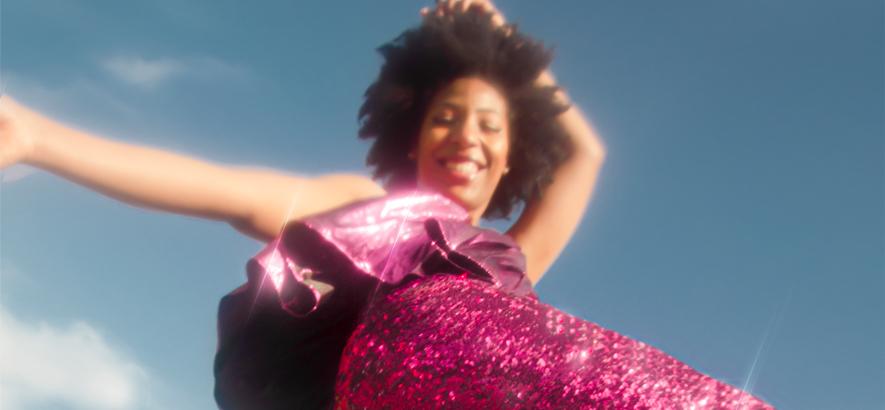 """Die Londoner Sängerin Demae. """"Basic Love"""" von ihrem Album """"Life Works Out ... Usually"""" ist heute unser Track des Tages."""