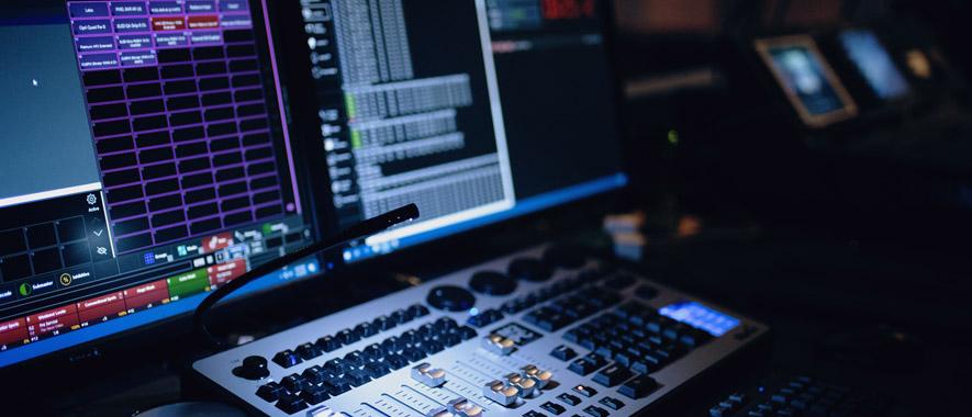 Foto eines Mischpults in einem Studio