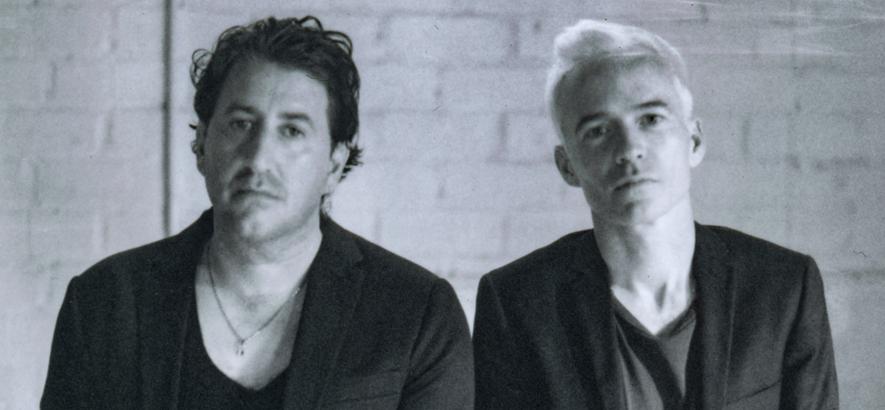 Foto des australischen Duos The Avalanches, das Sounds für die Sounds für die Ewigkeit schafft.