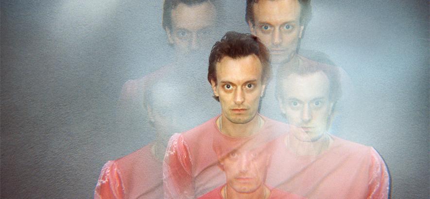 """Foto des dänischen Musikers Casper Clausen, der mit """"Better Way"""" sein Solodebüt angekündigt hat."""