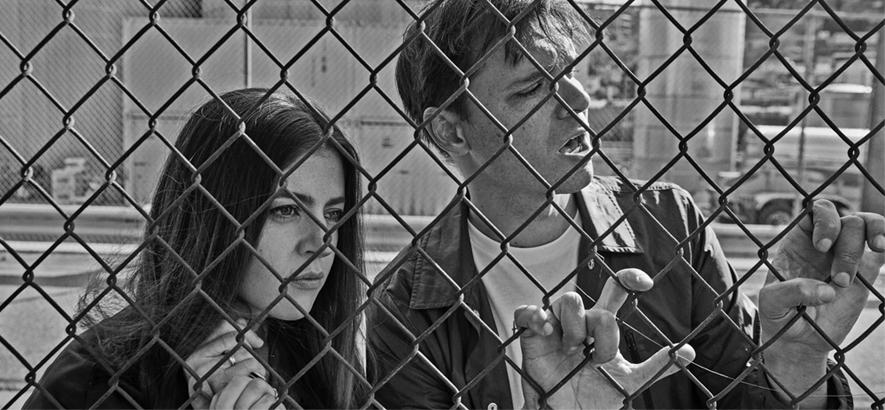 """Foto von Kristin Slipp und Dave Longstreth von der Band Dirty Projectors, die mit """"Earth Crisis"""" die vierte ihrer insgesamt fünf für 2020 geplanten EPs veröffentlicht hat."""