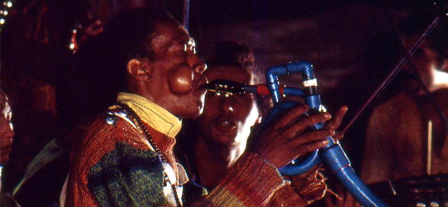 """Foto des US-amerikanischen Jazz-Trompeters Don Cherry. An seinem heutigen 25. Todestag ist sein Stück """"Buddha"""