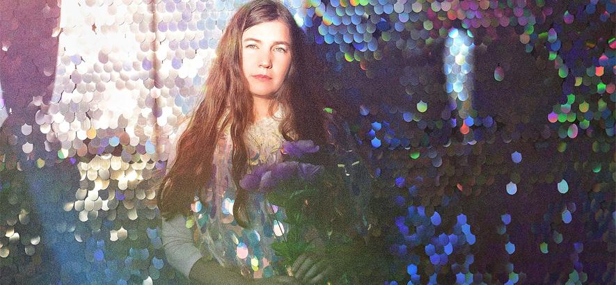 """Foto von Becky Stark, Sängerin von Lavender Diamond, deren """"This Is How We Rise"""" unser Track des Tages ist."""