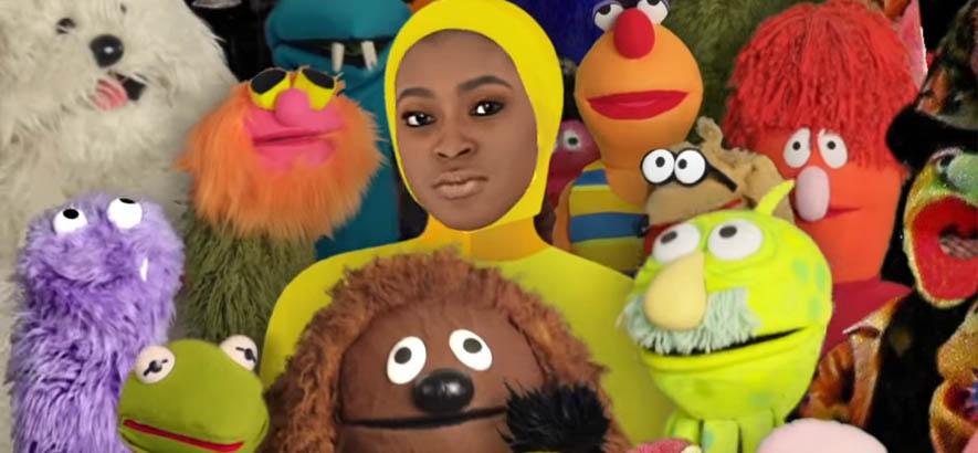 """Screenshot aus dem Video zu unserem heutigen Track des Tages, """"Dora"""" von der Rapperin Tierra Whack."""
