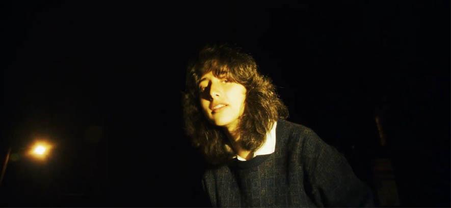 """Screenshot aus dem Video zu unserem Track des Tages """"Back To The Start"""" von Kali."""