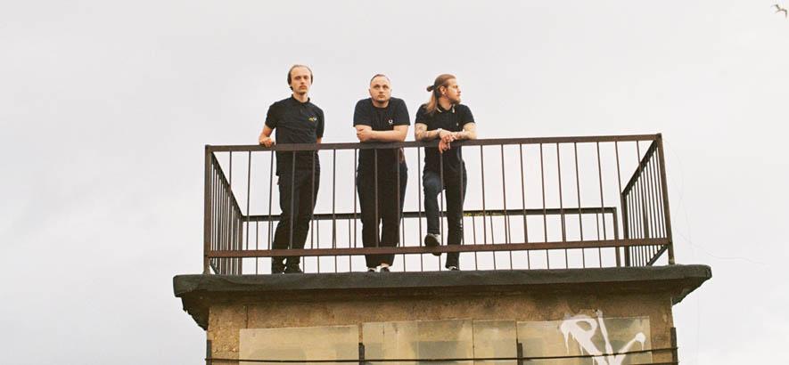 """Foto der Band Molchat Doma, deren Song """"Otveta Net"""" vom diese Woche erscheinenden Album """"Monument"""" heute unser Track des Tages ist."""