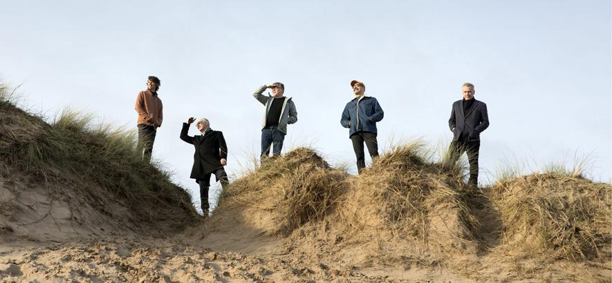 """Pressebild der schottischen Band Teenage Fanclub, die mit """"Endless Arcade"""" ein neues Album angekündigt hat."""