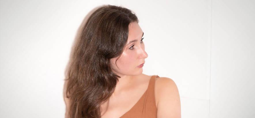 """Foto von Carlyn Bezic alias Jane Inc. Ihre erste Solo-Single """"Gem"""" ist heute unser Track des Tages."""