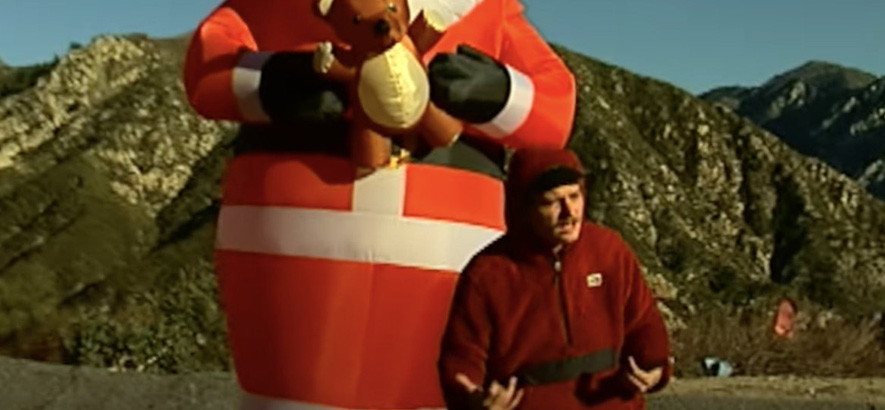"""Screenshot aus dem Video zu unserem Track des Tages """"Have Yourself A Merry Little Christmas"""" von Mac DeMarco -  der jährliche Weihnachtsgruß des Musikers."""
